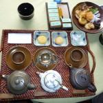 Vietnamesischer Tee und Gebäck in schönem Cafe in Hoi An