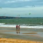 Viele Kiter am Strand von Mui Ne, Vietnam