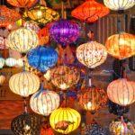 Bunte Lampions leuchten überall in Hoi An, Vietnam