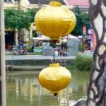 Gelbe Lampions, Fluss und Strassenszene in Hoi An, Vietnam