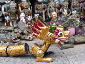 Puppen und Drachenfiguren in Hanoi