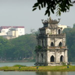 Hoan Kiem lake mit Ngoc Son Temple in Hanoi
