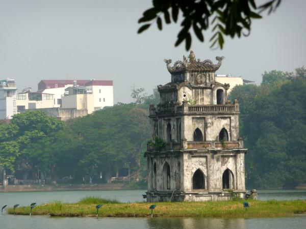 Hoan Kiem lake mit Ngoc Son Temple