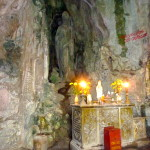 Höhle mit Statue in Marble Mountains, Vietnam