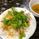 Teller mit vietnamesischem Essen