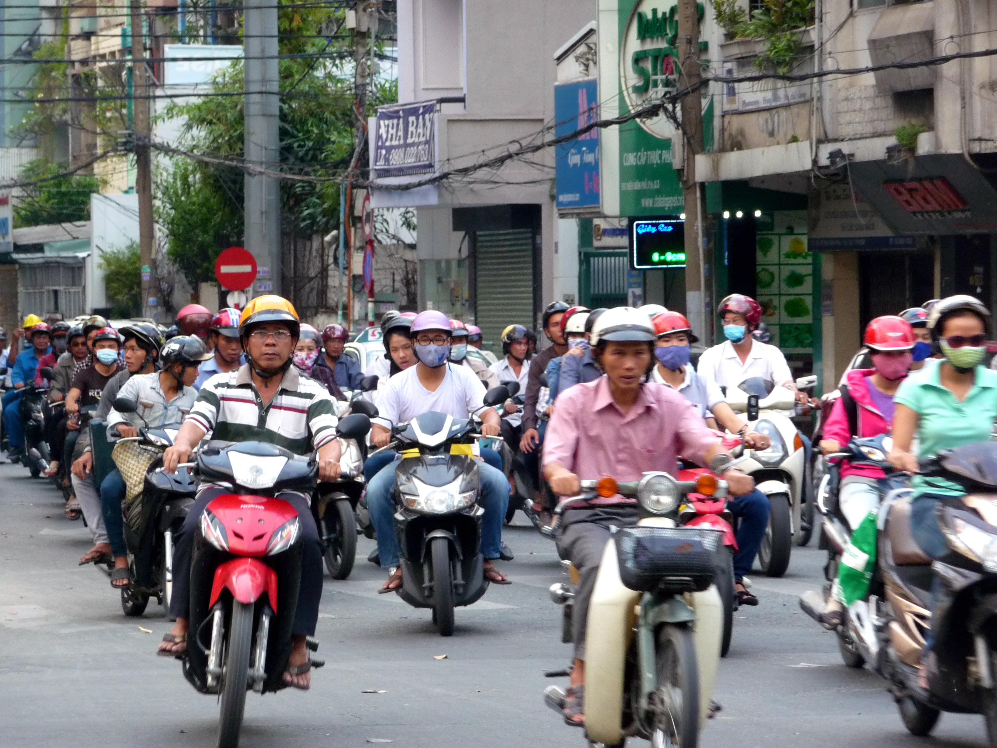 Mopeds auf den Strassen von Saigon, Vietnam