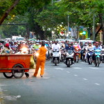 Mopeds vor Ampel in Ho Chi Minh City, Vietnam