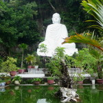 Grosse Buddha-Figur in Marble Mountains, Vietnam