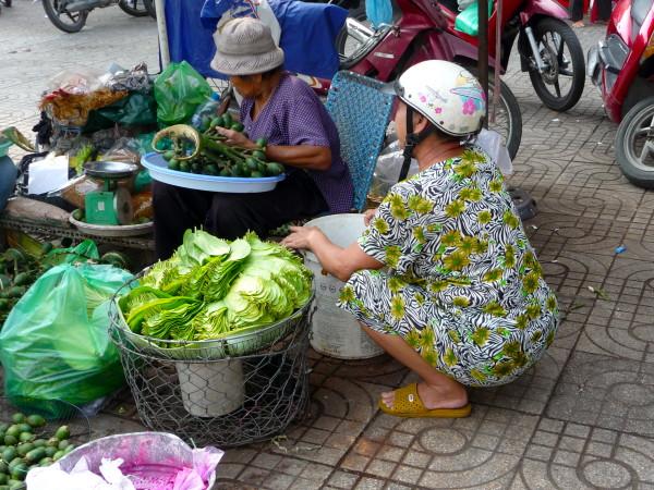 Gemüseverkauf am Strassenrand in Vietnam