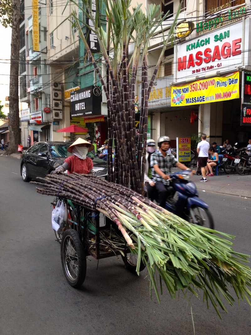 Big things on small vehicles in Ho Chi Minh City vietnamreise-tipps