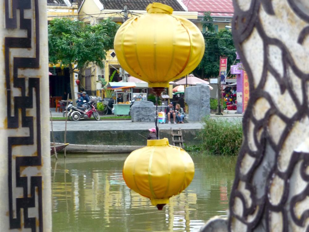 Brücke mit Lampions in Hoi An