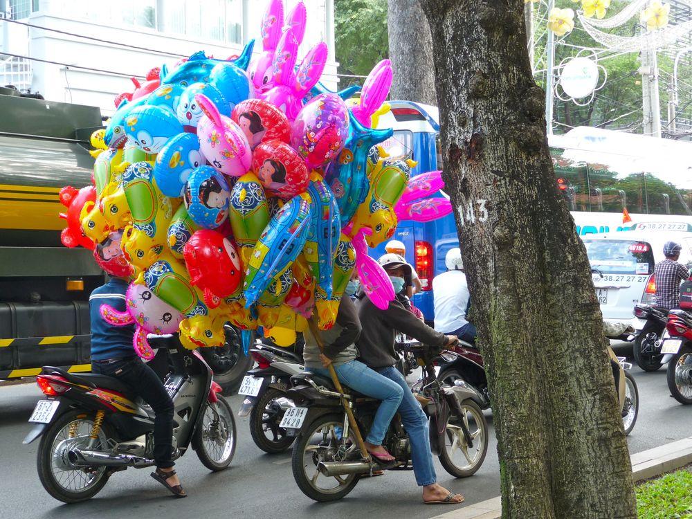 Ho Chi Minh City Mopeds mit Ballons